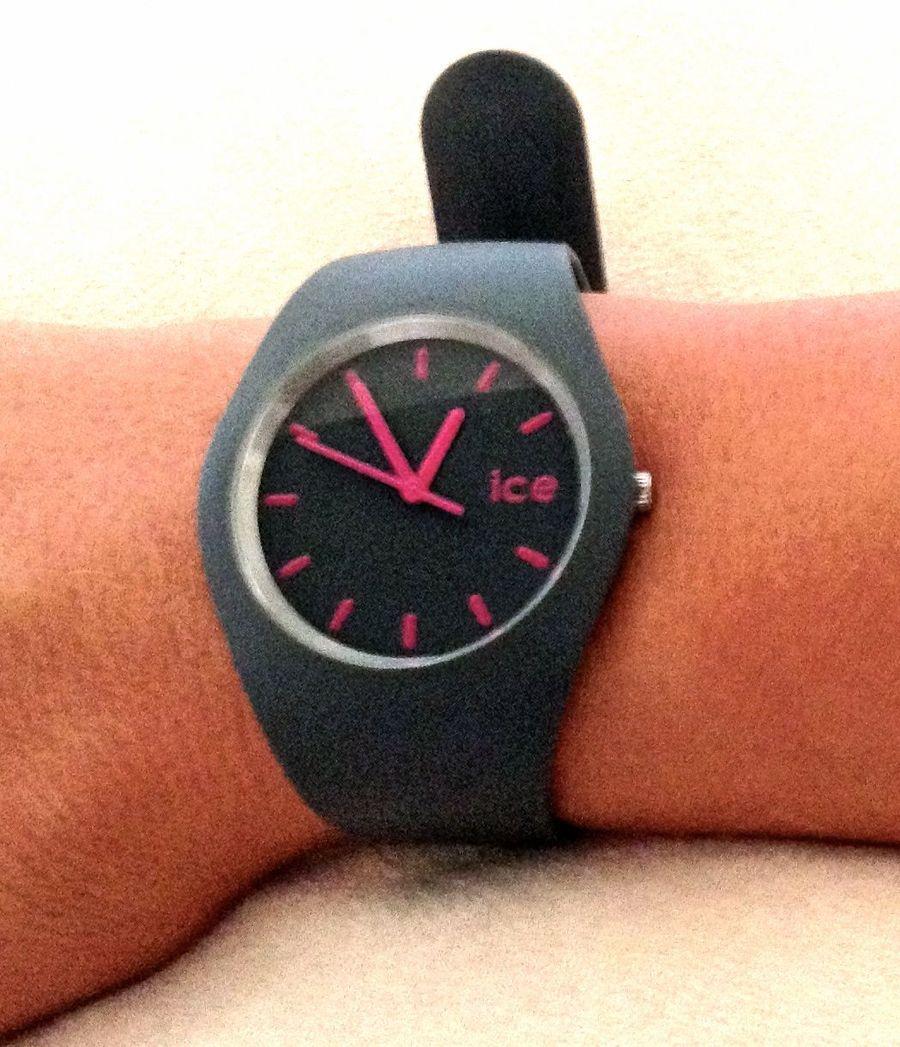 ice watch von swatch grau pink zu kaufen bei fairmondo. Black Bedroom Furniture Sets. Home Design Ideas