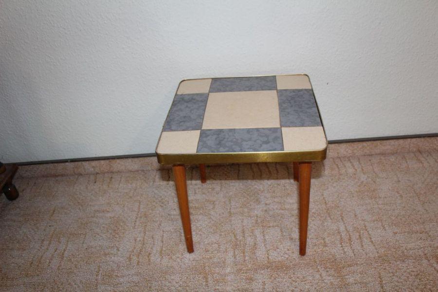 fliesenhocker aus den 60 70er jahren ddr zu kaufen bei fairmondo. Black Bedroom Furniture Sets. Home Design Ideas